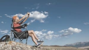 Women sitting on backpacking chair_FeatImage