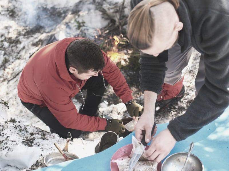 backpackers preparing food_intext