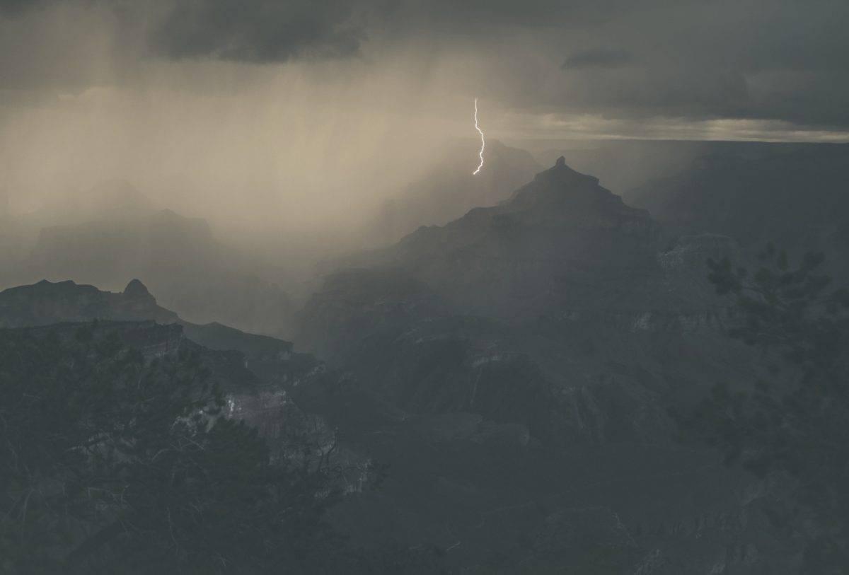 ightning Grand Canyon Rim Trail